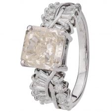 Second Hand 18ct White Gold Radiant Cut Diamond Ring 4112437