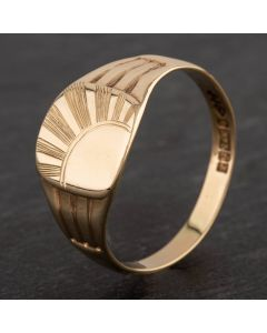 Second Hand 9ct Yellow Gold Cushion Shape Sunrays Engraved Signet Ring