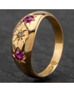 Second Hand 18ct Yellow Gold Hallmarked Chester 1918 18ct Synthetic Ruby 3 Stone Gypsy Style Ring