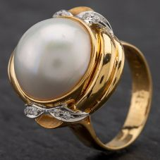 Second Hand 18ct Yellow Gold Large Mabe Pearl Centre Stone With 8 Cubic Zirconia Set Ring 4109116