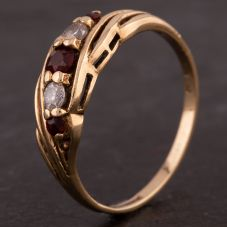 Second Hand 9ct Yellow Gold Garnet and Cubic Zirconia Five Stone Ring