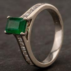 Second Hand 18ct White Gold Diamond Ring 4112256