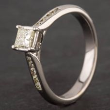 Second Hand 18ct White Gold Princess Cut Diamond Solitaire & Diamond Shoulders Ring