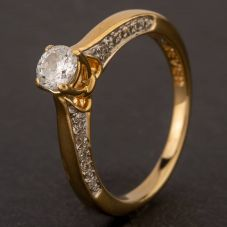 Second Hand 18ct Yellow Gold Diamond Solitaire with Diamond Shoulders Ring