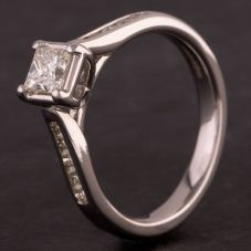 Second Hand 18ct White Gold Radiant Cut Diamond Solitaire with Diamond Shoulders Ring