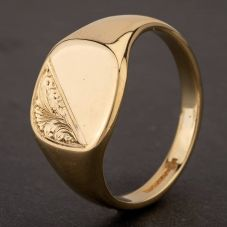 Second Hand 9ct Yellow Gold Half Engraved Cushion Shape Signet Ring