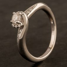 Second Hand 9ct White Gold Diamond Twist Solitaire with Diamond Shoulders Ring