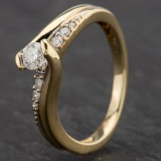 Second Hand 9ct Yellow Gold Diamond Twist Single Stone Diamond Set Shoulder Ring