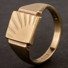 Second Hand 9ct Yellow Gold Engraved Sunray Oblong Signet Ring