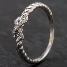 Second Hand 9ct White Gold Diamond Kiss Style Dress Ring