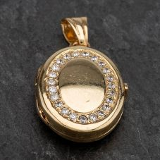 Second Hand 9ct Yellow Gold Oval Cubic Zirconia Set Locket