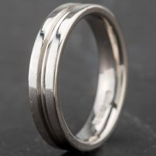 Second Hand Platinum Lined 4mm Wedding Band 4187954