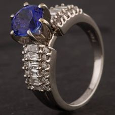 Second Hand 18ct White Gold Six Claw Tanzanite Diamond Shoulder Ring 4232025