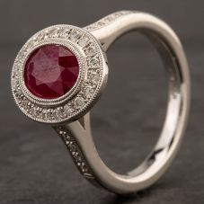 Second Hand 14ct White Gold Oval Ruby Circle Diamond Ring 4332351