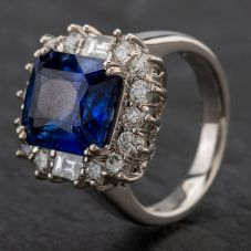 Second Hand 18ct White Gold Diamond & Lovely Sapphire Cluster Ring with GIA Certificate