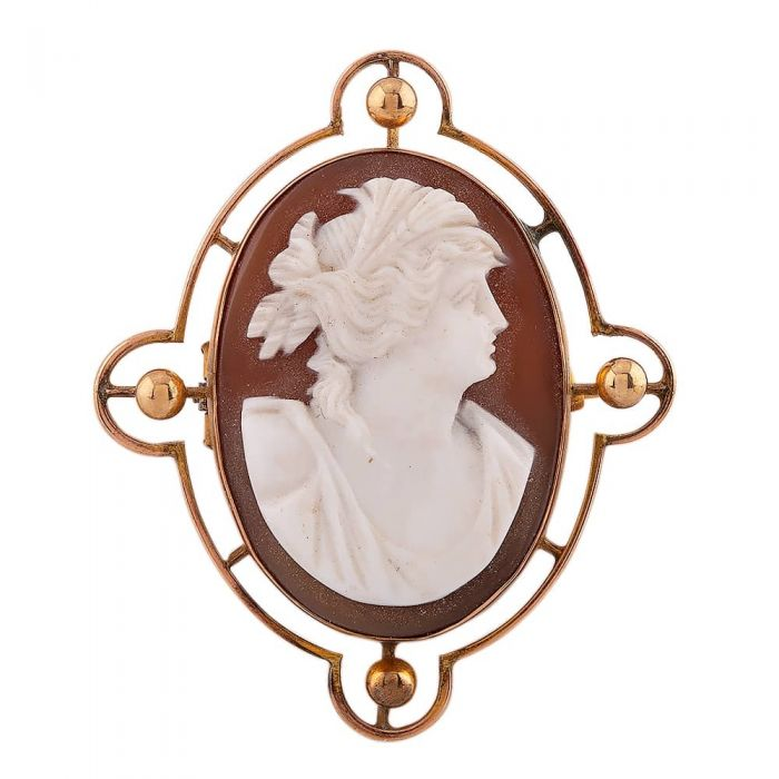 yellow gold oval cameo brooch